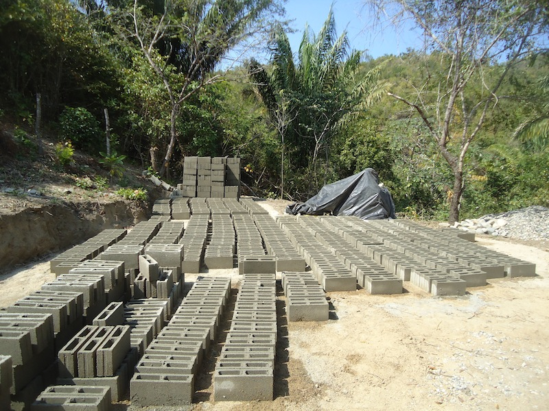 Making construction blocs on site