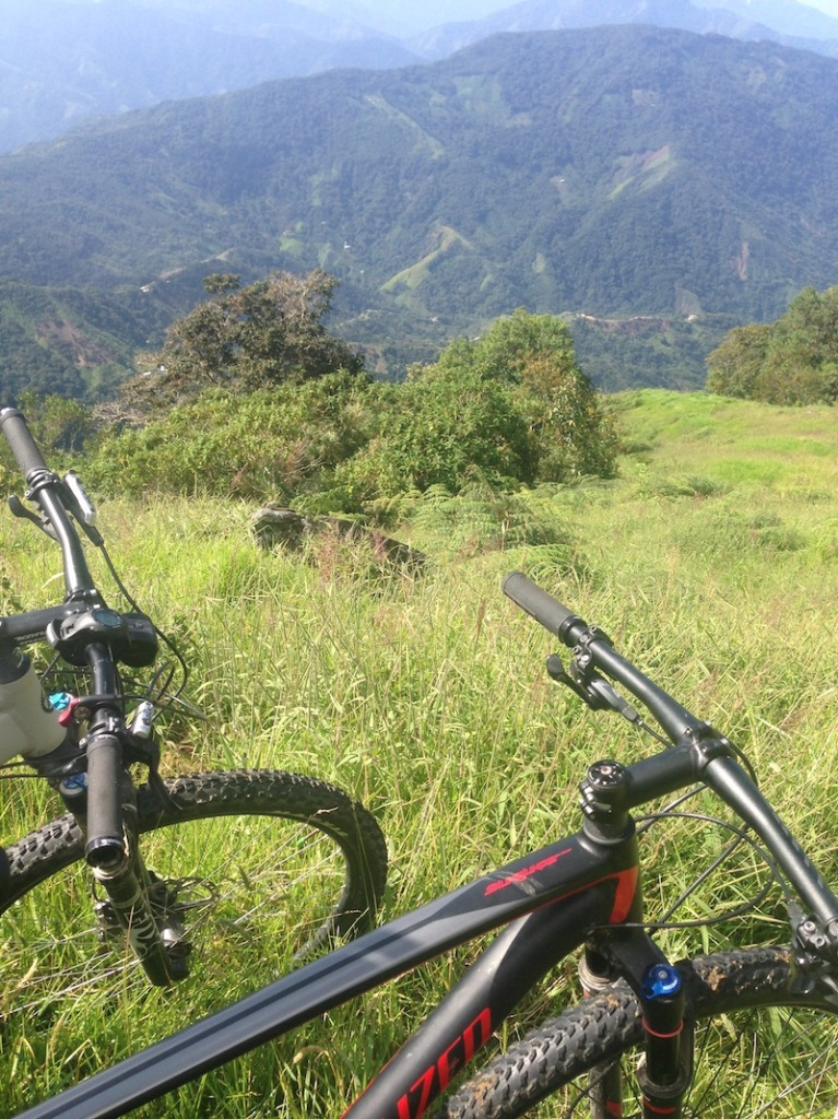 Biking around Minca. Getting a downhill ride from Cerro Kennedy